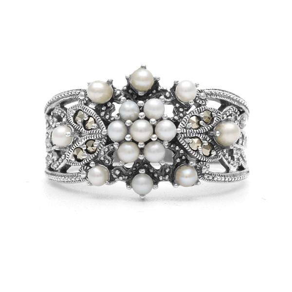Кольцо с маркаситом и жемчугом из серебра 925 пробы